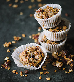 granola-muffins